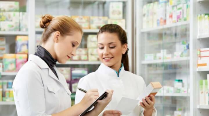 Atendente de farmácia é porta de entrada no mercado de trabalho